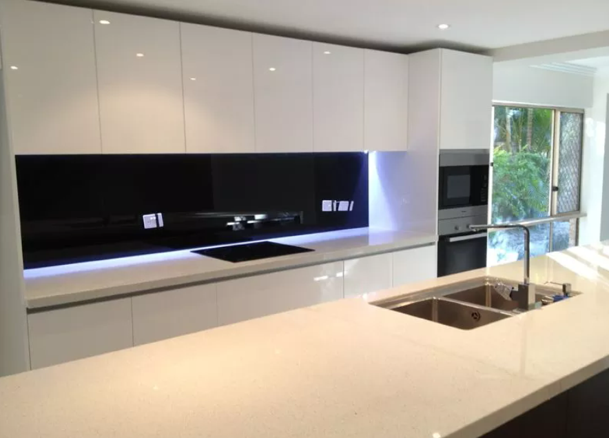 Splashbacks pro showers robes for Black and white kitchens with a splash of colour