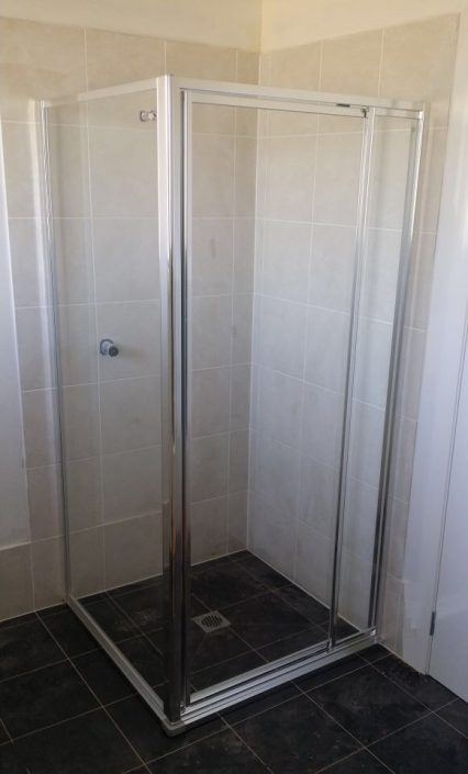 Fully Framed Shower With Hob